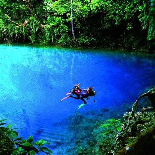 Blue_hole__espiritu_santo_vanuatu